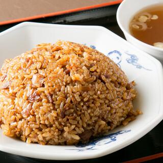 一品一品丁寧に手づくり。長年愛され続ける「炒飯」は必食です!