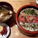 鮨の遊彩 - 料理写真:選べる三色丼(あら汁お漬物付)
