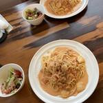 Cafeブリューベル - 料理写真:シーフードトマトクリームパスタセット