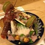 魚籠 - 5人前のお刺身盛り合わせです。すべての魚がとても新鮮でした。
