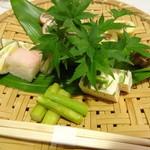 14541969 - 旬の山菜等の盛り合せ(山菜は少ないけど)