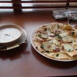 トゥ・ザ・ハーブズ - ピザが先に到着しました。