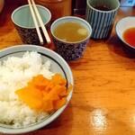 145424612 - ご飯、鶏スープ、お茶、タレ ♪