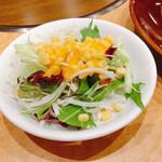 名古屋ビール園 浩養園 - お代わりサラダ。ドレッシングさえ変えれば悪くないのだけど
