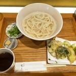 切麦や 甚六 - 冬野菜天の温かいうどん950円