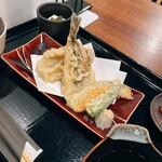ハタハタ屋敷 - ハタハタの天ぷら。まあ、こんなもんかな。