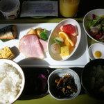 エヴー - 朝食