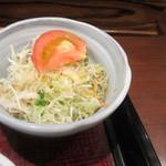 驛亭 - ランチサラダはキャッベツとトマトを使ったミニサラダです。