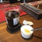 THE KING GEORGE English Pub - アイスコーヒーとヨーグルト。 美味し。