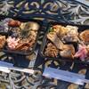 カメイノ食堂 - 料理写真:おそうざい弁当(左、734円)とマクルーバ弁当(右、864円)。