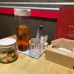空と大地のトマト麺 Vegie  - ヌイボスティーとピックルス