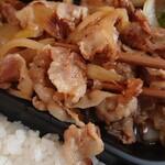 水戸 萩の間 - 豚の生姜焼き弁当648円 食べ易いサイズのお肉に感謝
