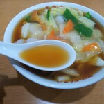 玉泉亭 - 「エビそば」スープ