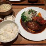 いっかく食堂 - ハンバーグ&カニクリームコロッケ定食