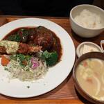 いっかく食堂 - トリプル定食(海老フライ・牛サガリステーキ・ハンバーグ)