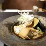 食堂 ぎんみ - *鯛は身もタップリで、甘辛いお味付けも好み。お豆腐や揚げ茄子にもお味がよく浸みています。