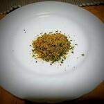 蒲菊本店 - かやく!さば節とあおさ?こういうの大好きなんですが煮汁自体しっかりした風味なので効力弱し。