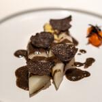 レストラン オオツ - 2021.2 ロワール産ホワイトアスパラガス トリュフヴィネグレットソース トリュフに1週間漬け込んだ卵黄