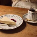 喫茶 カルネ - レアチーズケーキセット