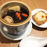 中国薬膳料理 星福 - 薬膳スープ。大根、人参、キクラゲ、袋茸、クワイ、どんぐり?、クコのみ、とても温まります。右は大根もち。  ランチセット¥1980