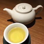 中国薬膳料理 星福 - 白い菊の花のお茶。エレガントな香り。風邪に良いそうです。