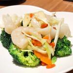 中国薬膳料理 星福 - ホタテ、エビ、イカのブロッコリー炒め