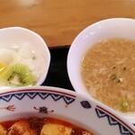 玉林酒家 - スープと杏仁豆腐