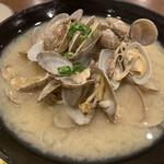 村上水産仲買人直営店鮮魚部 - 満ち潮定食のアサリ汁
