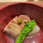 145470761 - 岩中豚の柔らか煮 薄くず仕立て 京菜花、柚子胡椒