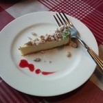 CIAO - レアチーズケーキとナッツ・木苺のソース