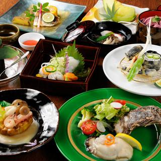 四季の食材を楽しめるコース料理を様々ご用意しております