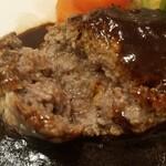 ochanomizuogawaken - 断面❗ 黒毛和牛ハンバーグステーキ 1,870円税込 スープ、サラダ、ドリンク(コーヒー又はティー)付き