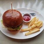 BEER PUB CAMDEN - ハンバーガー  850円税別