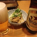 ねぎぼうず - サッポロラガーとお通しの鶏皮ポン酢