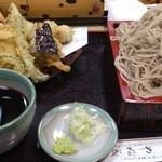 やぶ茂 - 野菜の天ぷらそばです。 野菜の天ぷら、そばも大盛でした。