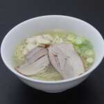 極選ラーメン 定食 ひとりじ麺 - 料理写真:極選塩ラーメン 690円(税込)
