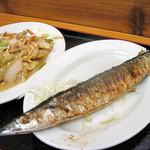 14550741 - 野菜炒めとさんま塩焼き