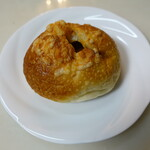 シュミネ - 料理写真:チーズカレーパン(140円):ふんわりなハード系生地