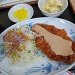 中華飯店 ごくう - 本日のサービス品とんかつ定食ご飯大盛り