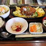 じゃんけんぽん - 料理写真:チーズハンバーグ定食