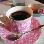 Cafe 亜羅人 - ホット珈琲¥350。頂き~(*´∀`) ちょこっとオヤツも出してくれるのが嬉しい!