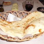 タンドール インドレストラン  - ナンです。大きいです