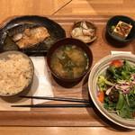 オーガニックハウス - 日替わり膳(魚)1000円(税抜)