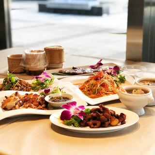 本格タイ料理をリーズナブルに味わえる飲み放題付きコースがお得