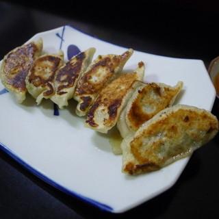 五香居 - 料理写真:餃子(7個300円、@42.85円)