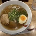 六盛 - 中華そば、出汁が抜群に旨いスープ!