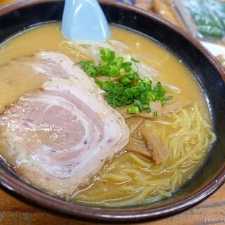 ラーメン場鶴 - 料理写真:2020年11月 みそラーメン【税込800円】