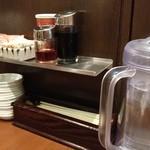 麺達 - テーブルサイド