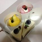 めぐみ洋菓子店 - 季節のピーチショートケーキ、季節のマンゴームース、ストロベリームース