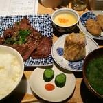 Awayoku Bar - 北海道産大沼牛の炙り定食 990円、湯葉焼売(1個) 290円、ご飯と味噌汁のお代わりは無料になります